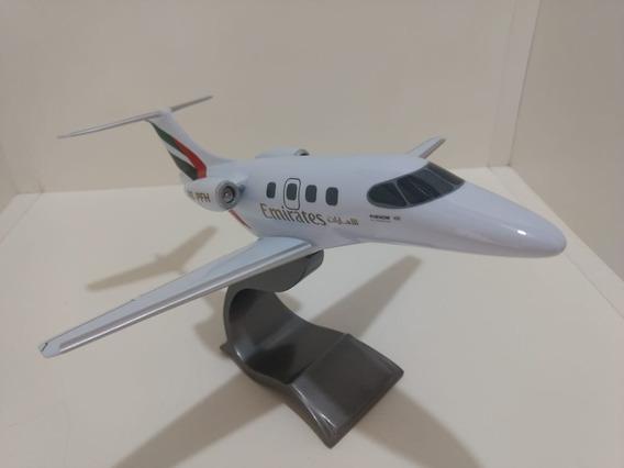 Maquete De Avião Em Resina Phenom 100 Emiretes Defeito Leia