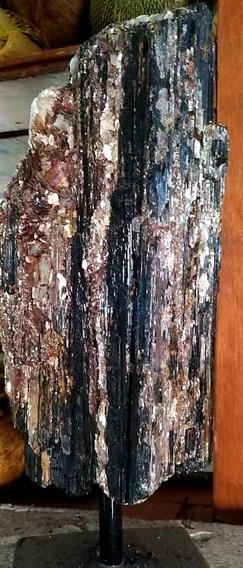 Grande Turmalina Negra Base Ferro 4.500kg