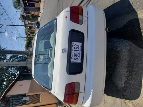 Honda Civic De 4 Puertas, Año 1996, Al Día, Cuenta Con Radio