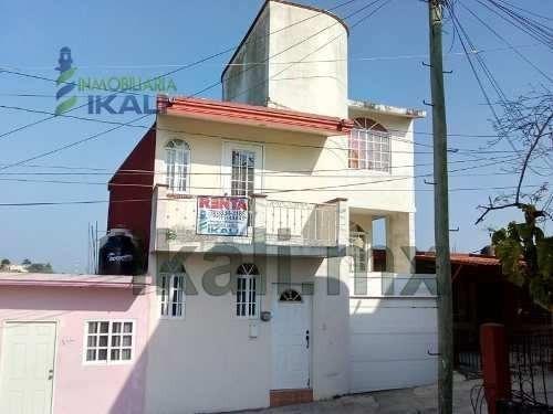 Casa Amueblada En Renta Centro De Tuxpan Veracruz 2 Recs, En La Calle Alatriste # 9, Cuenta Con Sala Con Muebles Y Televisión, Comedor Para 6 Personas Y Vitrina, Cocina Con Cocina Integral, Estufa, R