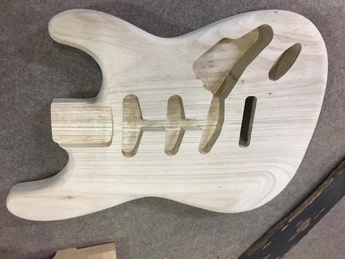 Imagem 1 de 5 de Corpo Guitarra Modelo Strato Em Freijó