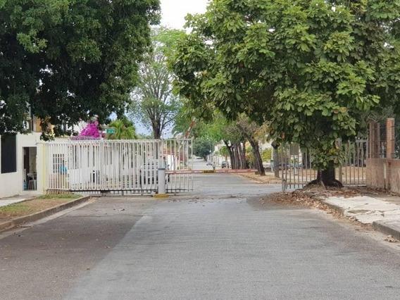 Amplia Casa De Comodos Espacios Calle Cerrada Y Pozo. Wc