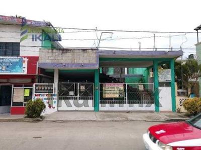 Se Renta Casa Amplia Tuxpan Ver En La Av. Cuauhtemoc #26 De La Colonia Ruiz Cortines, Cuenta Con 3 Habitaciones, 3 Baños Y Medio, Estacionamiento Para Dos Autos, Cocina, Sala, Comedor, Alacena, Patio