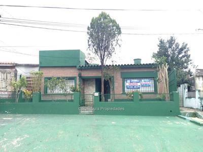 Muy Linda Casa De Dos Dormitorios, Baño Completo Y Amplio,