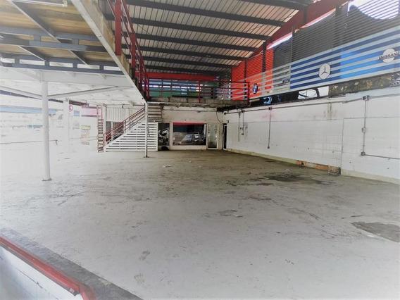 Local Comercial De 3niveles C/area De Oficina Y Baños En Naco 664m2