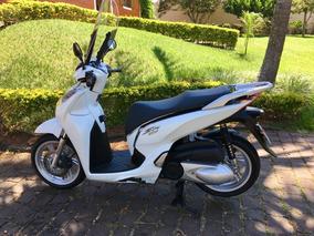 Moto Scooter Honda Sh300i, Branca Sem Detalhes.