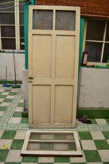 Puerta Y Ventana De Madera Con Vidrios