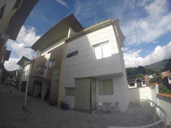 Exclusiva Casa En Pueblo Nuevo. Urbanizacion La Lugareña.