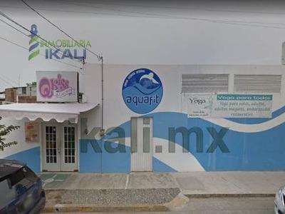 Vendo Local Comercial Col. Cazones Poza Rica Veracruz. Local Comercial Equipado 1 Piso, Ubicado A Una Esquina De La Av. 20 De Noviembre, Cuenta Con Alberca Techada De 20 X 7 Mts, Filtros, Bombas, Agu