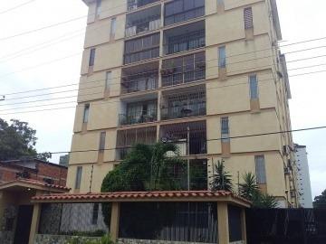 Apartamento En Venta En Av Bolívar, Valencia, 19-82023 Asb