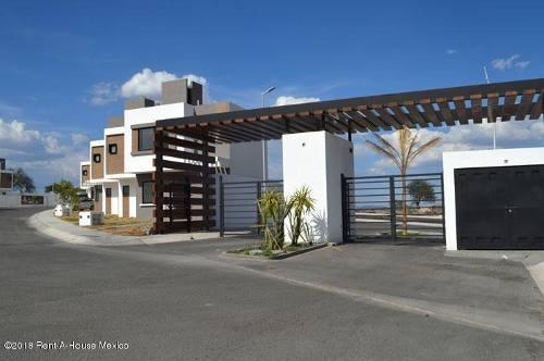 Casa En Venta En Zakia, El Marques, Rah-mx-18-189