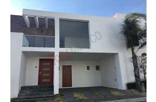 Venta De Casa En Zerezotla, 3 Recámaras Y Doble Altura
