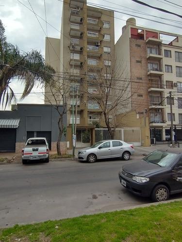 Imagen 1 de 9 de Dto. Monoambiente Con Cochera Y Balcón Al Frente Moron