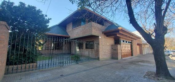 Venta Casa Chalet Primera Categoría Cocheras Amplia Patio