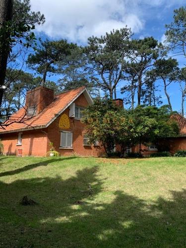 Casa En Parada 17 Playa Mansa, Punta Del Este- Ref: 3954