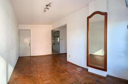 Imagen 1 de 12 de Vendo Apartamento Malvin Frente Al Mar 2 Dormitorios C/patio
