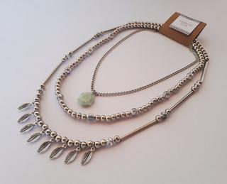 Collar Pacha Triple Con Dijes Hojas Y Piedra Mineral