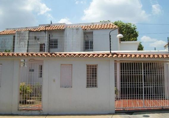 Casa En Venta. Lago Azul. Mls 20-4606.