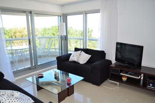 Apartamento En Venta De 2 Dormitorios En Playa Brava
