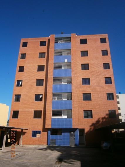 En Venta Amplio Apartamento En Tucacas Excelente Ubicacion