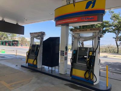 Posto De Gasolina E Combustíveis Totalmente Reformado