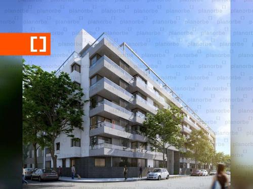 Venta De Apartamento Obra Construcción 1 Dormitorio En Tres Cruces, Nostrum Plaza 2 Unidad 008