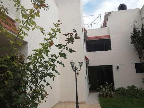 Excelente Casa En Calle Privada En Casas Coliniales