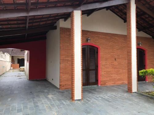 Imagem 1 de 14 de Casa Com 3 Quartos, Piscina E Churrasqueira Em Itanhaém/sp