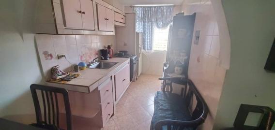 Apartamento Urb. Madre Maria/ Mariana Alchoufi 04243448602