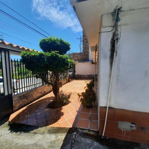 Casa En Venta Fundalara Barquisimeto 20-24867 Zegm
