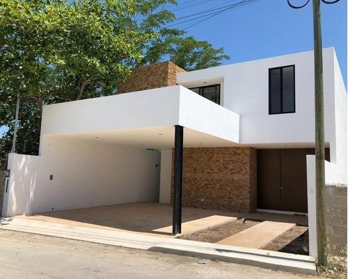 Bella Casa De 4 Habitaciones Piscina