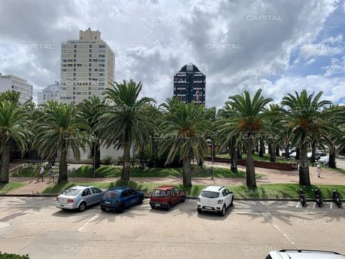 Local Comercial De Tres Pisos En El Corazón De La Península De Punta Del Este- Ref: 30685