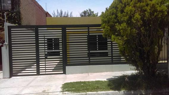 Casa En Venta En Lomas De Zapopan.