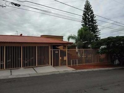 Remate De Preciosa Casa En Villas Del Mesón Juriquilla