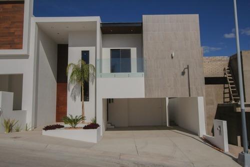 Hermosa Casa Para Estrenar En Fraccionamiento Privado Frente A Parque.
