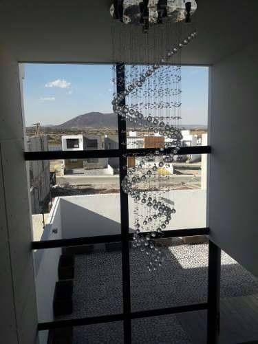 Hermosa Residencia En Grand Juriquilla, 3 Recámaras, Alberca, 2.5 Baños, Jardín