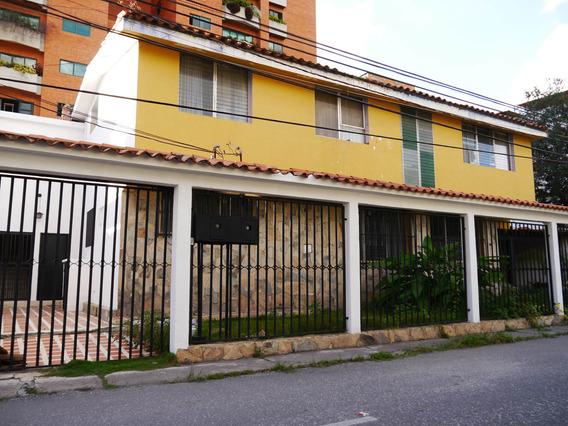 Amplia Casa En Venta En Este Barquisimeto #20-4051