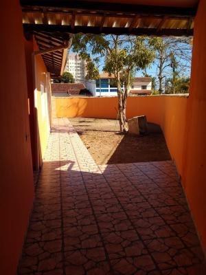 Casa No Litoral Com 04 Dormitórios Em Itanhaém/sp