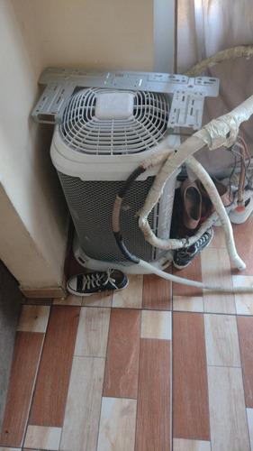 Imagem 1 de 4 de Limpeza De Ar Condicionado Split E Acj