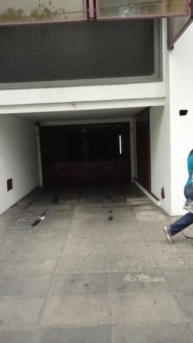 Imagen 1 de 6 de Cochera Cubierta En Caseros Zona Centro
