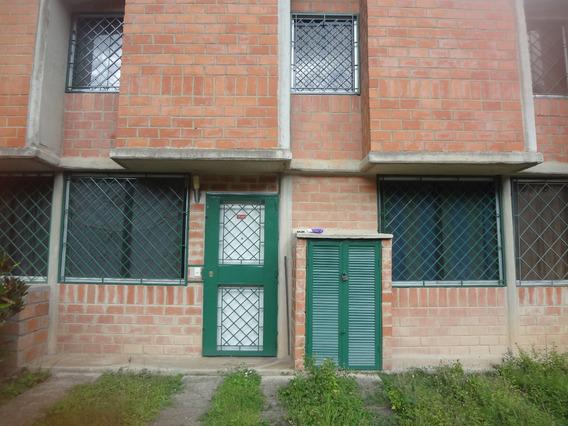Hermoso Town House En Venta Urb Valle De Chara