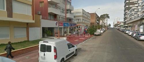 Local En Punta Del Este, Península- Ref: 21942