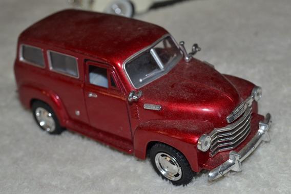 Miniatura Chevrolet Suburban 1950 - Escala 1/36 - Kinsmart