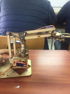 Brazo Robotico Económico Arduino