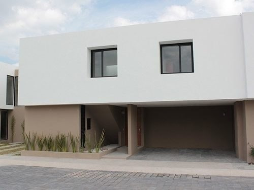 Se Vende Hermosa Residencia En Fraccionamiento Privado Con A