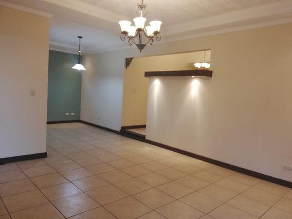 Se Vende Casa En Resiencial Ubicado En San Joaquín Heredia.