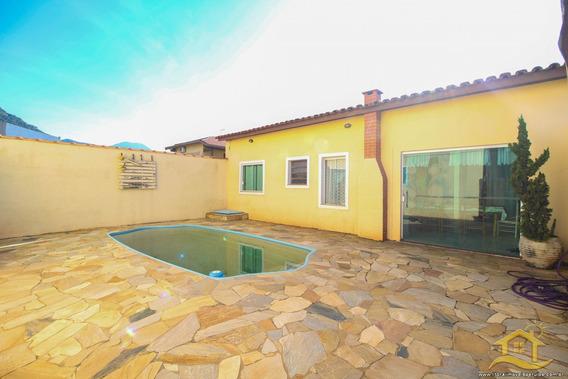 Casa No Bairro Centro Em Peruíbe - Lcc-3249