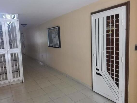 Apartamento En Venta En La Placera Maracay Mm 19-14071