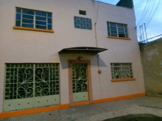 Casa Remodelada Dos Niveles Bien Ubicada