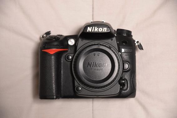 Camera Nikon D7000 + Nikkor 50mm F/1.8 + Grip Vello Bg-n4